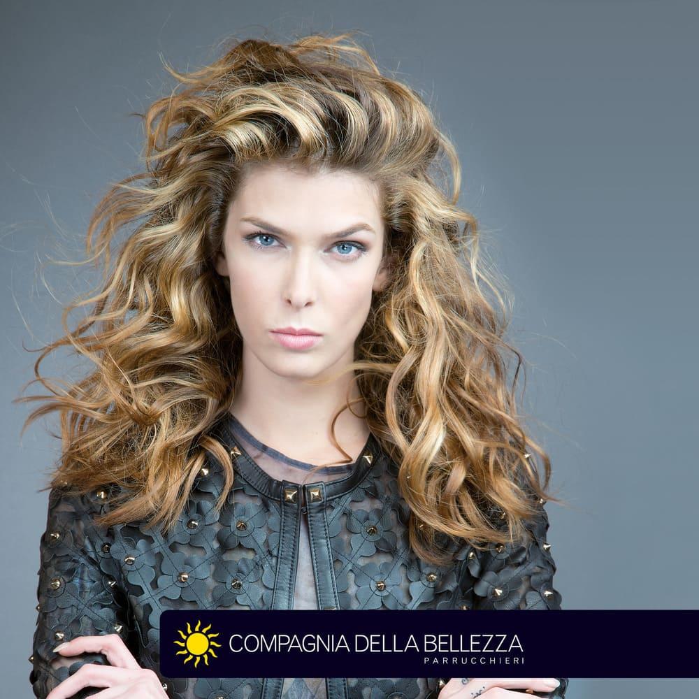 Capelli biondi  le sfumature più belle dell anno - Compagnia Della ... e2ea37e04f7c